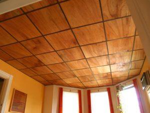 подшиваем потолок фанерой
