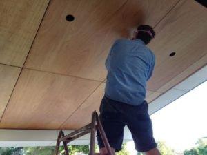 подшиваем потолок